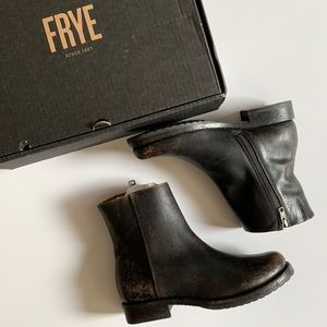 NWT Frye Veronica Inside Zip Distressed Finish Boots Size 8